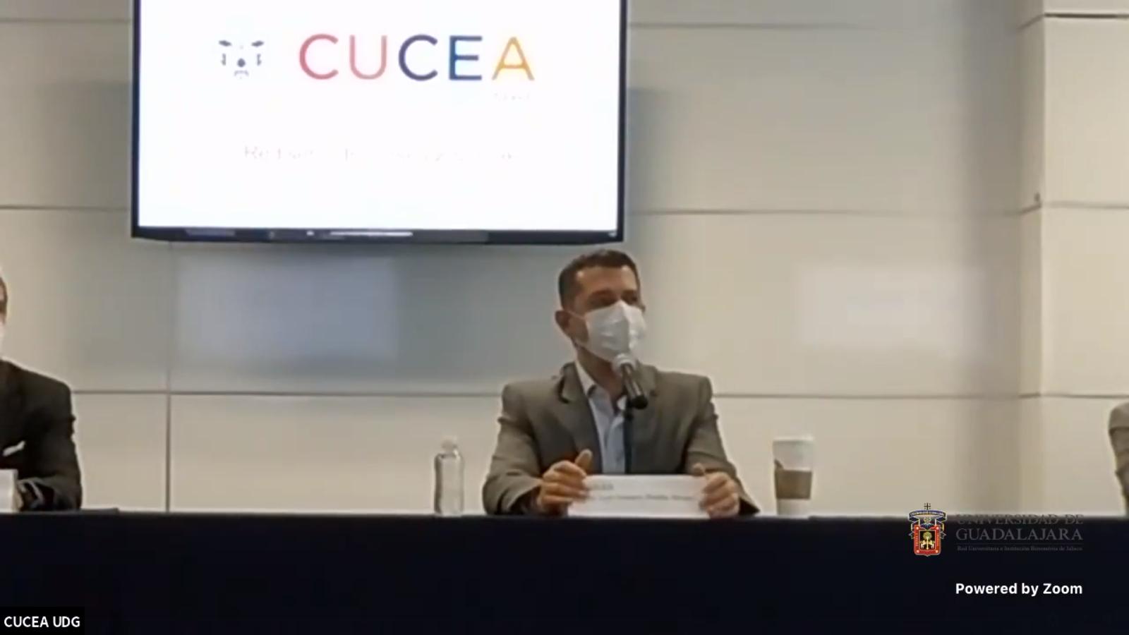 El Rector del CUCEA, maestro Luis Gustavo Padilla Montes