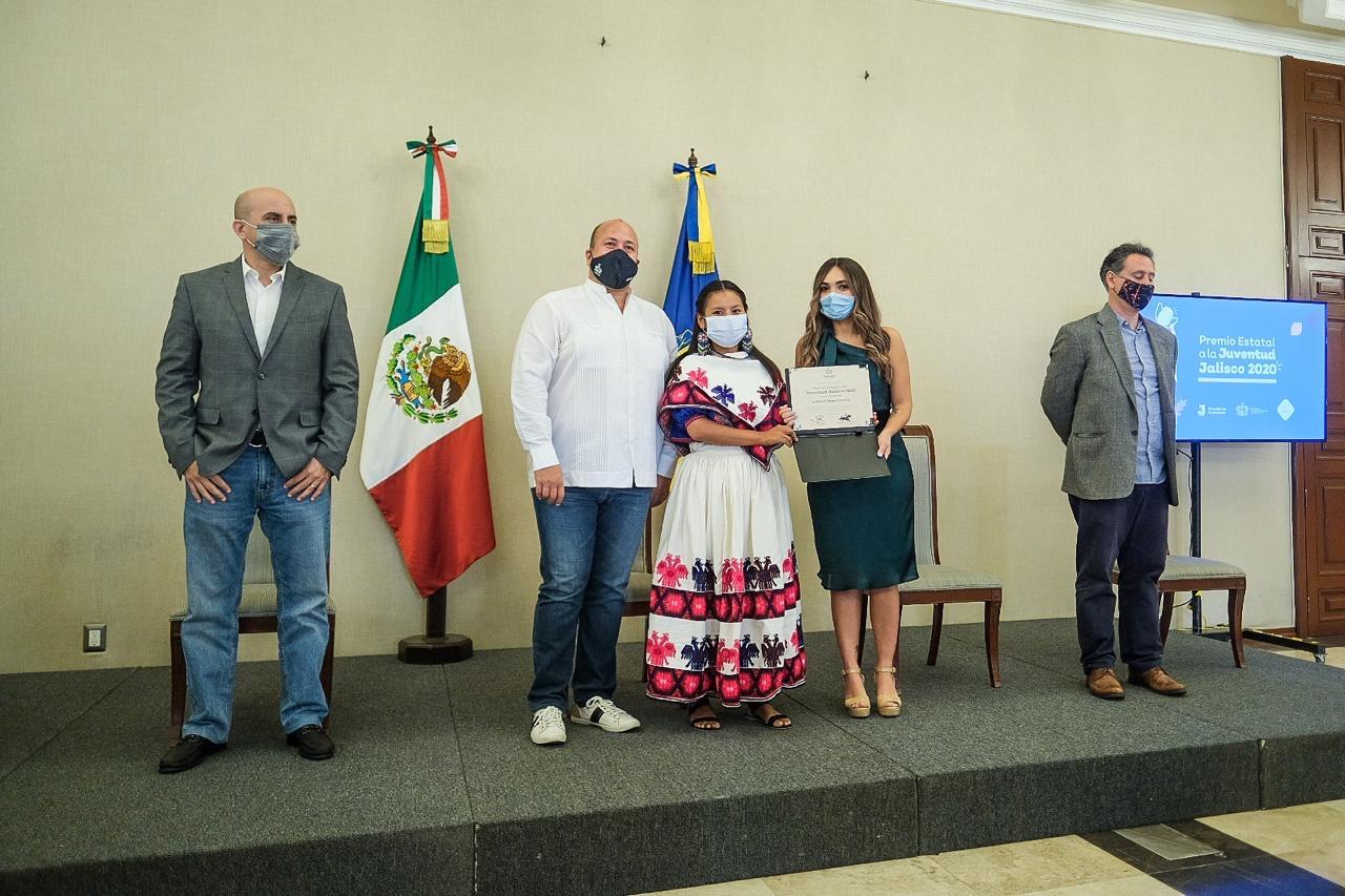 Destacó por sus actividades en favor de la conservación de la cultura wixárika