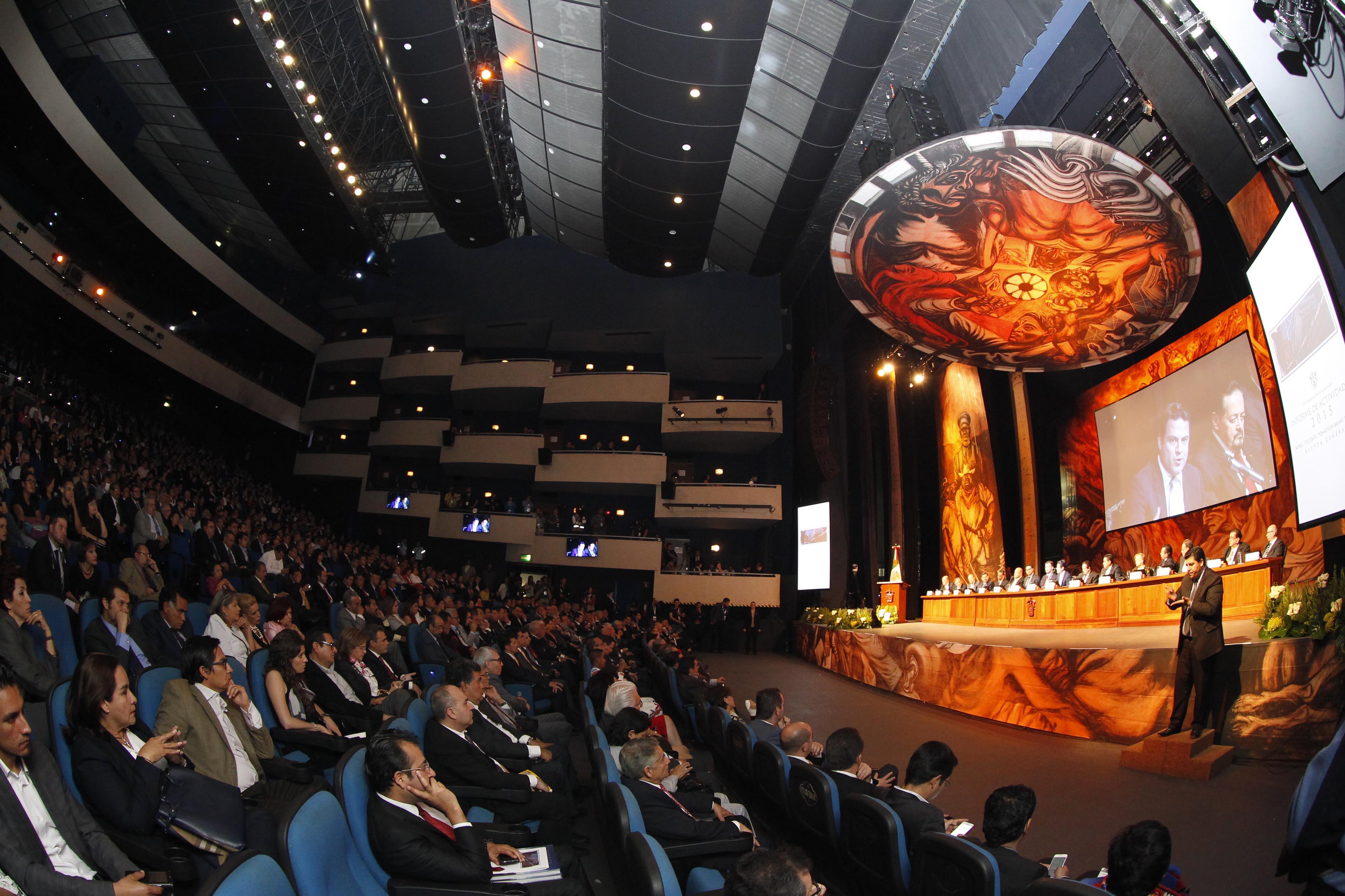 Vista panorámica de los asistentes al tercer informe de actividades del Rector General de la UdeG, en el Teatro Diana.