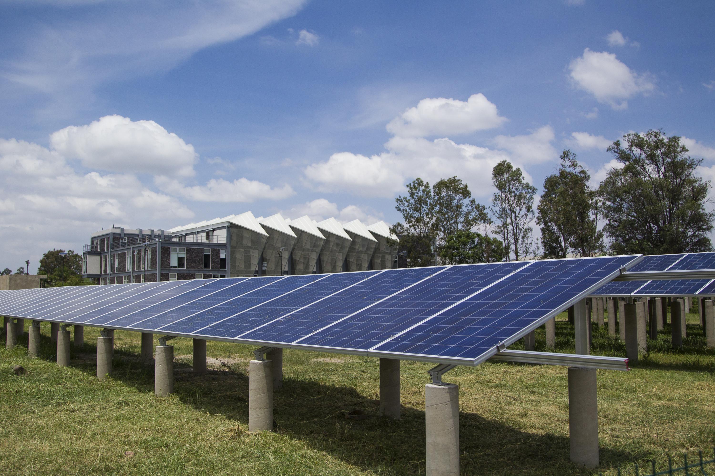 La administración actual cuenta con 22 sistemas fotovoltaicos, y una electrolinera, además de generar energía en el edificio de Rectoría General