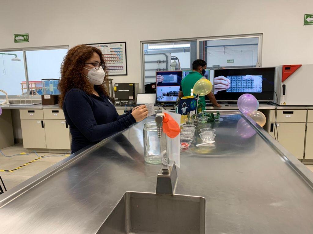 El Club Infantil de Ciencias del plantel realiza transmisión donde muestra experimentos sencillos, que acercan al conocimiento científico