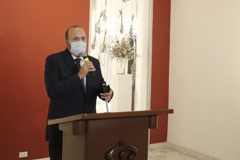 """Desde el lunes pasado acudió a Palacio de Gobierno para informar que tendría que atender a un Premio Nobel y a más de 15 periodistas en el foro """"Los desafíos de la libertad de expresión, hoy"""", en el Paraninfo Enrique Díaz de León, y no obtuvo respuesta"""