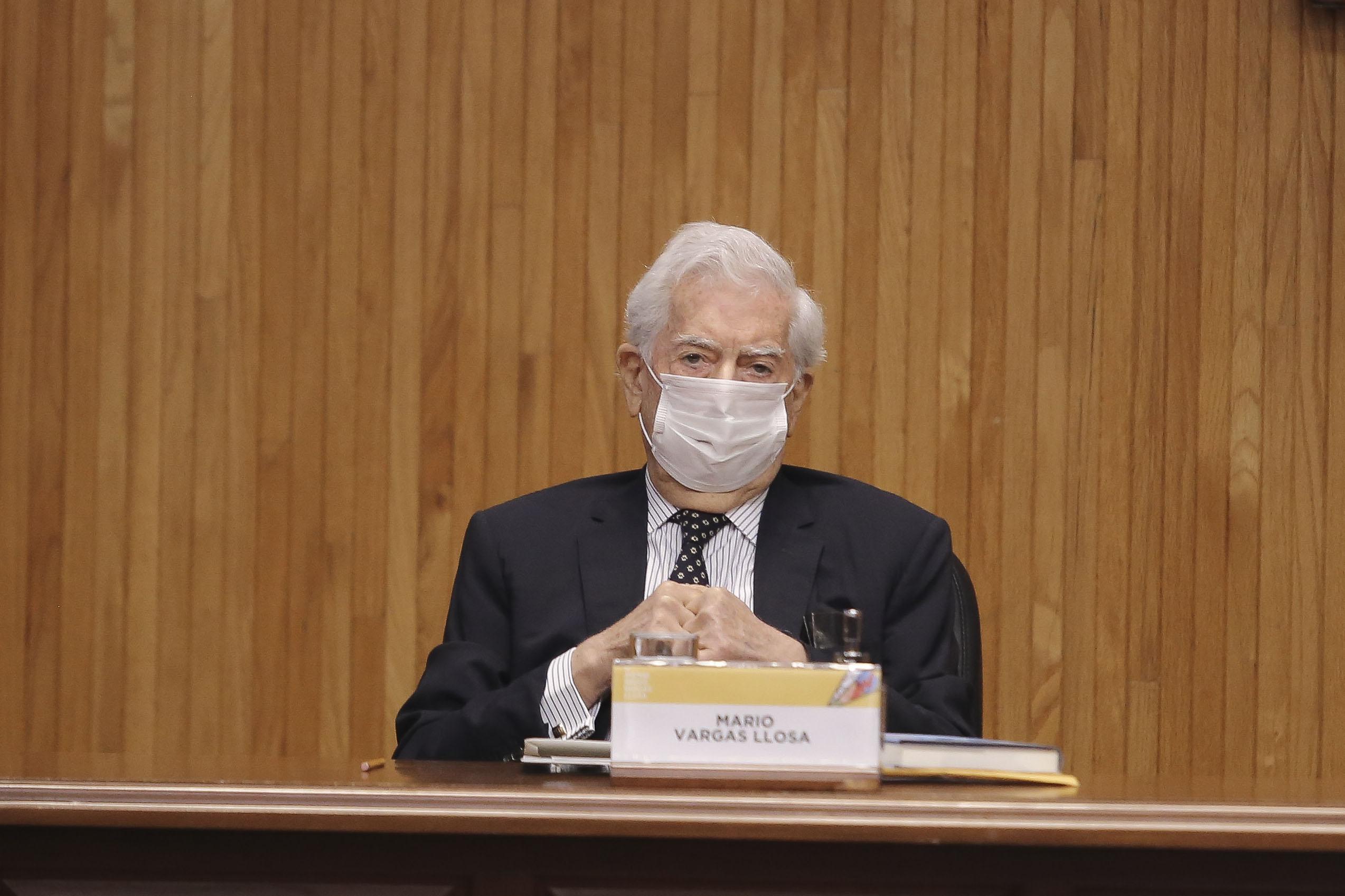 """Mario Vargas Llosa inauguró el foro """"Los desafíos de la libertad de expresión, hoy"""", en el Paraninfo de la UdeG"""