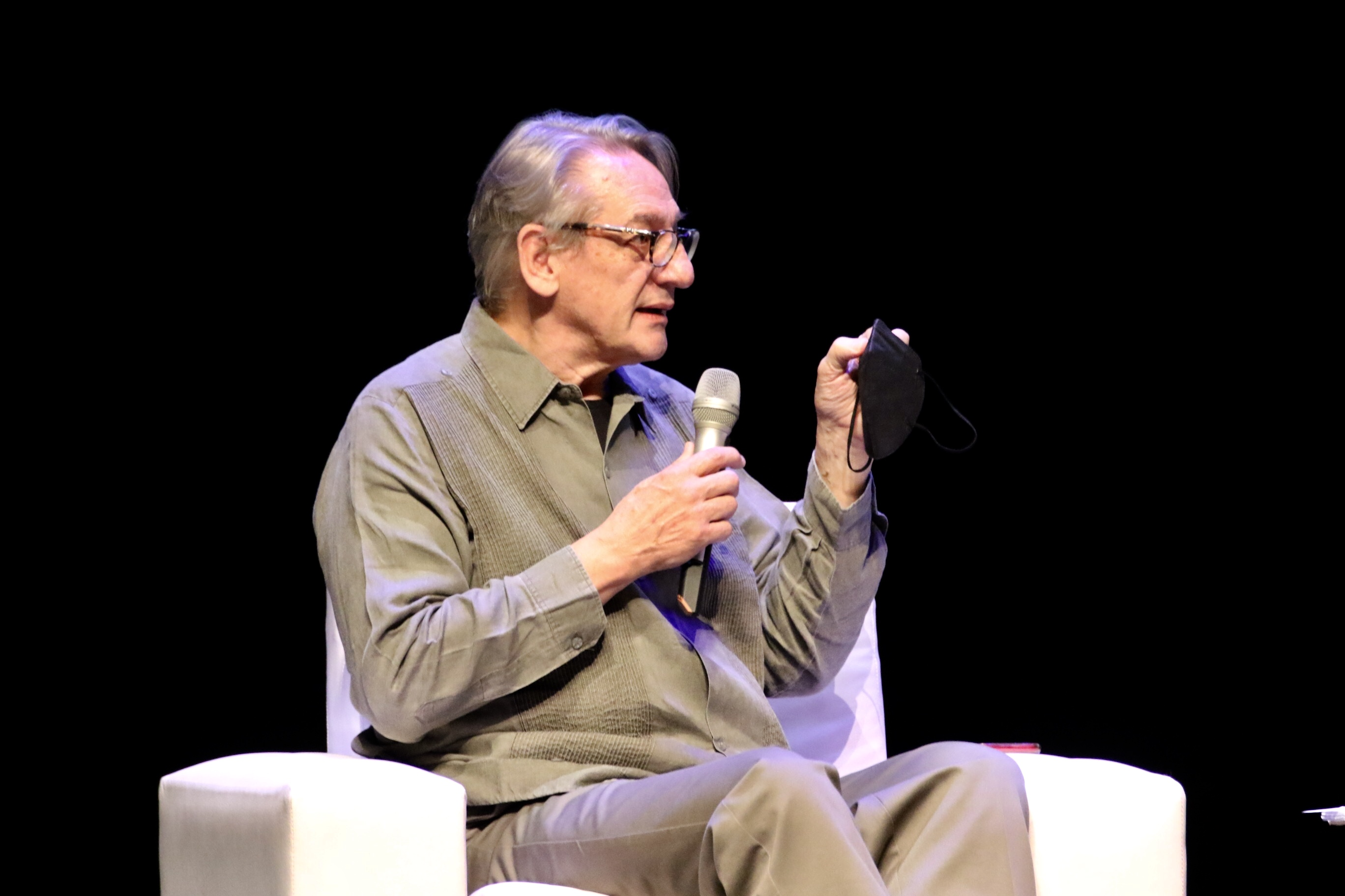 Continúa IV Bienal de Novela Mario Vargas Llosa, en la UdeG