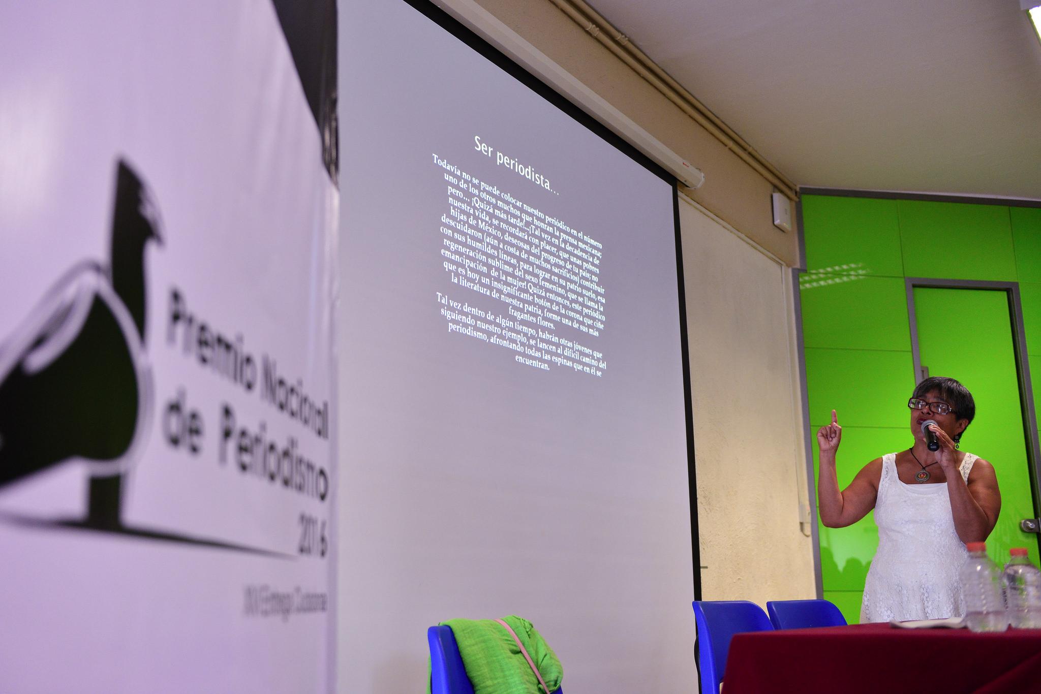 Doctora Elvira Hernandez Carballido, profesora investigadora en la Universidad Autónoma del Estado de Hidalgo, y académica de la UNAM; dando una reseña de la presencia de las mujeres de México en el periodismo.