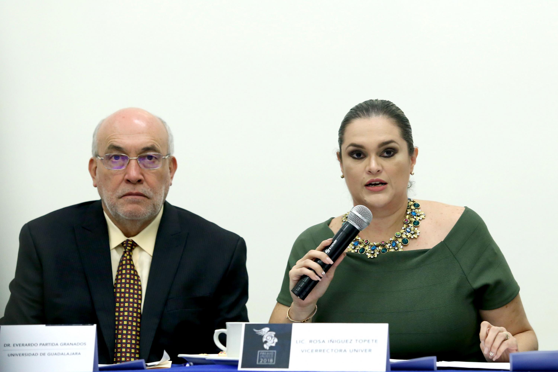 Vicerrectora de Univer, licenciada Rosa Íñiguez Topete, haciendo uso de la palabra