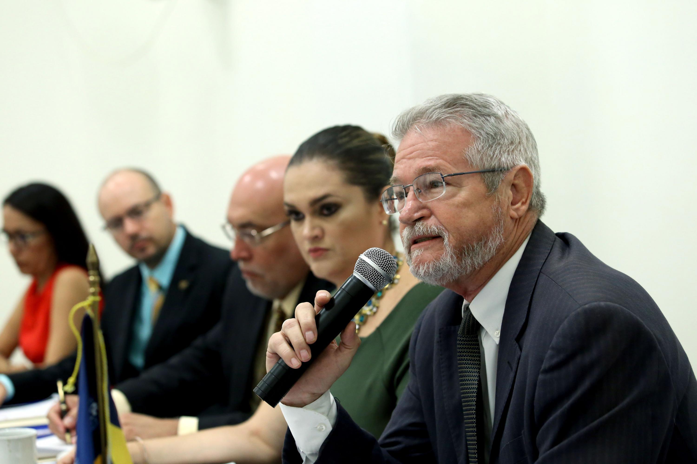 Director de Mercadotecnia y Comunicación de la universidad Univer que este año preside la Asamblea del premio,licenciado Archibald Davison Villagómez, haciendo uso de la palabra