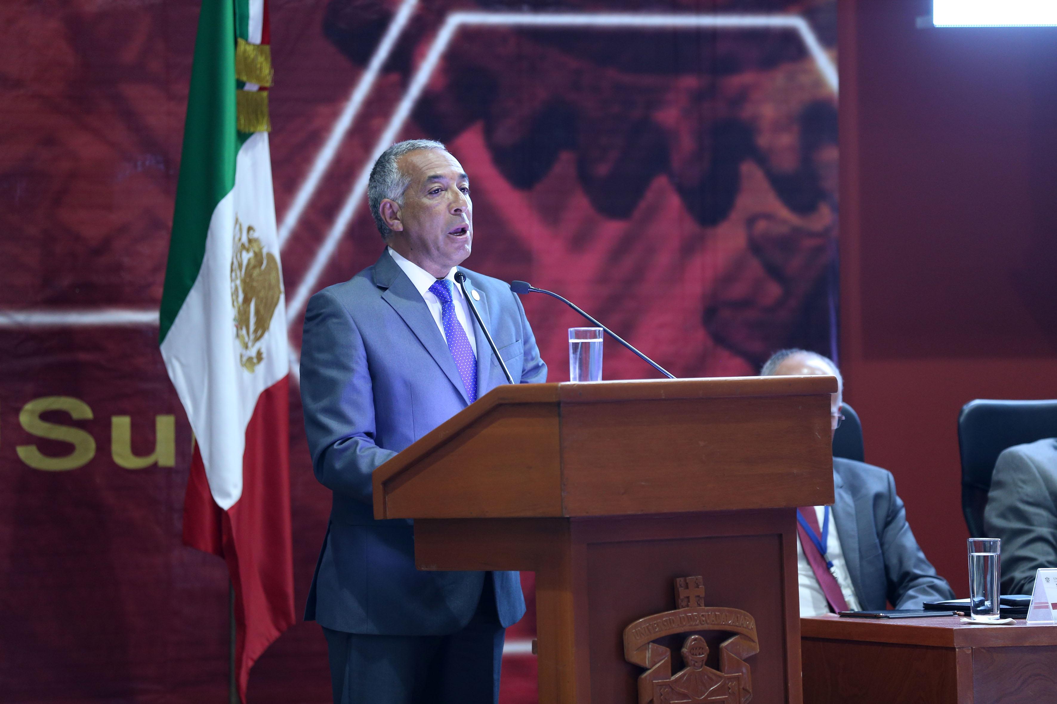 Durante su tercer informe el maestro Ricardo Xicoténcatl García Cauzor, Rector del CUSur