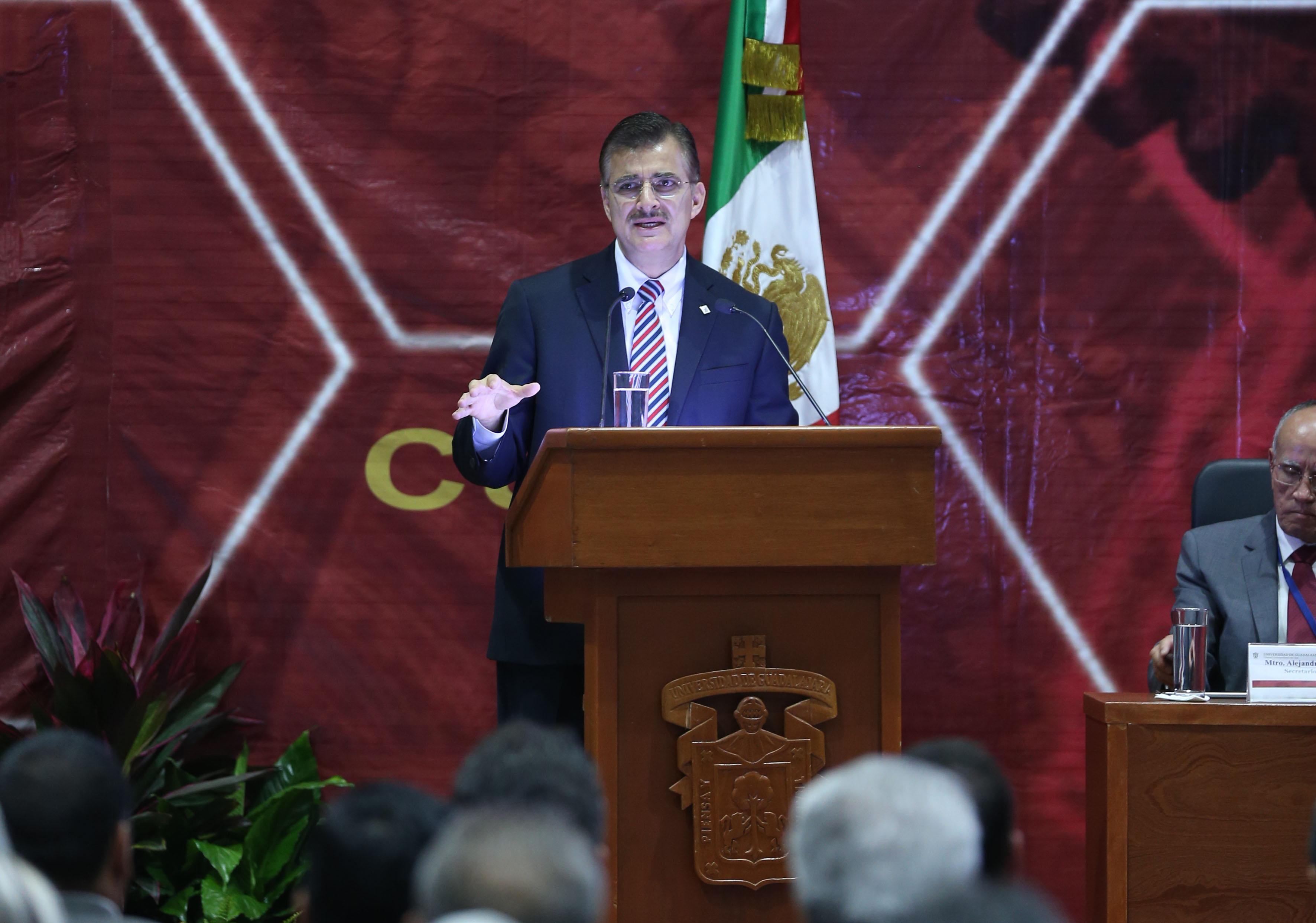 Maestro Itzcoatl Tonatiuh Bravo Padilla, Rector General de la Universidad  de Guadalajara