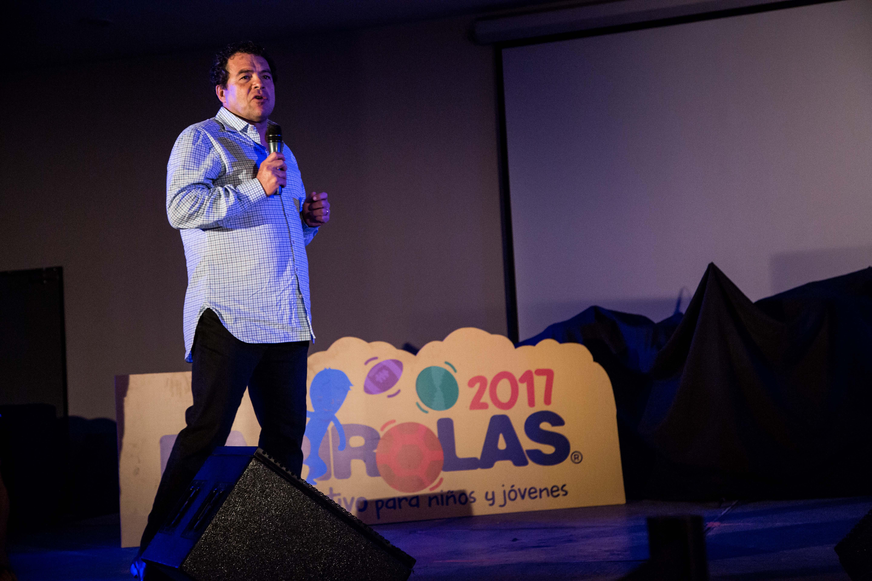 Nadador mexicano Antonio Argüelles, cerró la charla que ofreció este jueves a estudiantes de primaria y secundaria en el Teatro Diamante de Papirolas