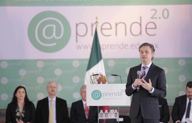 Aurelio Nuño Mayer, Secretario de Educación Pública, haciendo uso de la palabra