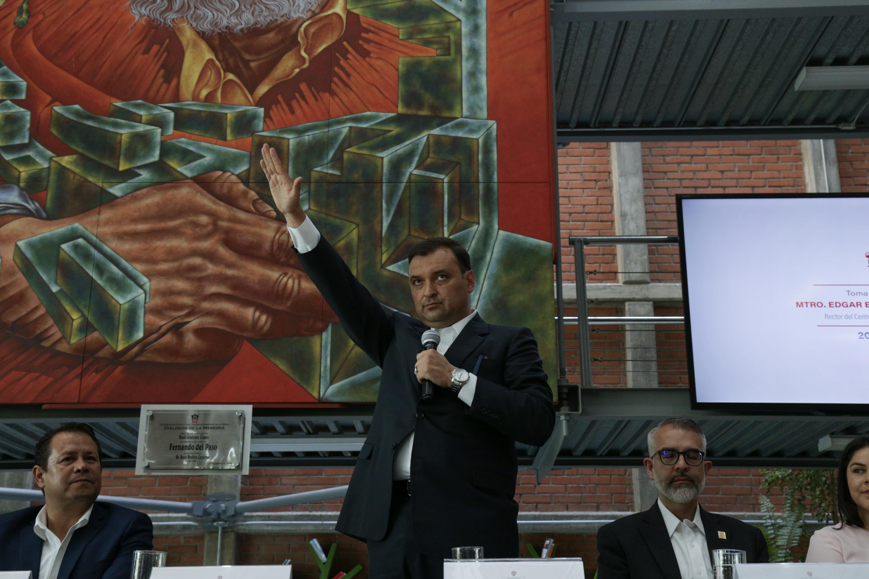 Maestro Edgar Eloy Torres Orozco, tomando protesta como Rector del Centro Universitario de la Ciénega (CUCiénega)
