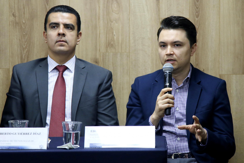 Gerente de Operaciones y Finanzas de Engie Factory, maestro Eduardo Guzmán Brachett, haciendo uso de la palabra durante rueda de prensa