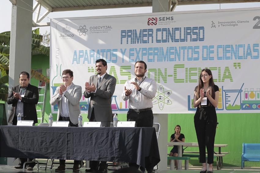 Autoridades Universidad de Guadalajara y del Consejo Estatal de Ciencia y Tecnología de Jalisco (COECYTJAL) en presídium
