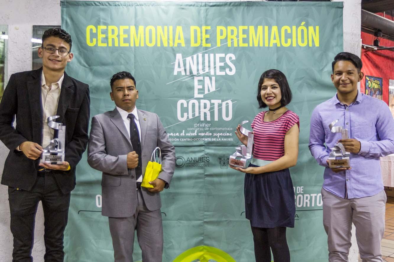 Ganadores durante la ceremonia de premiación ANUIES en Corto