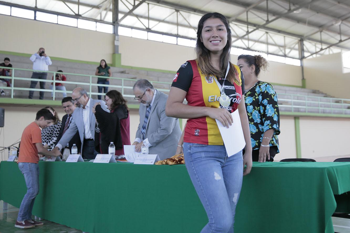 Entrega de reconocimientos a 131 jóvenes de Jalisco que obtuvieron uno de los tres lugares en la Olimpiada Estatal de Matemáticas, realizada por la Sociedad Matemática Mexicana