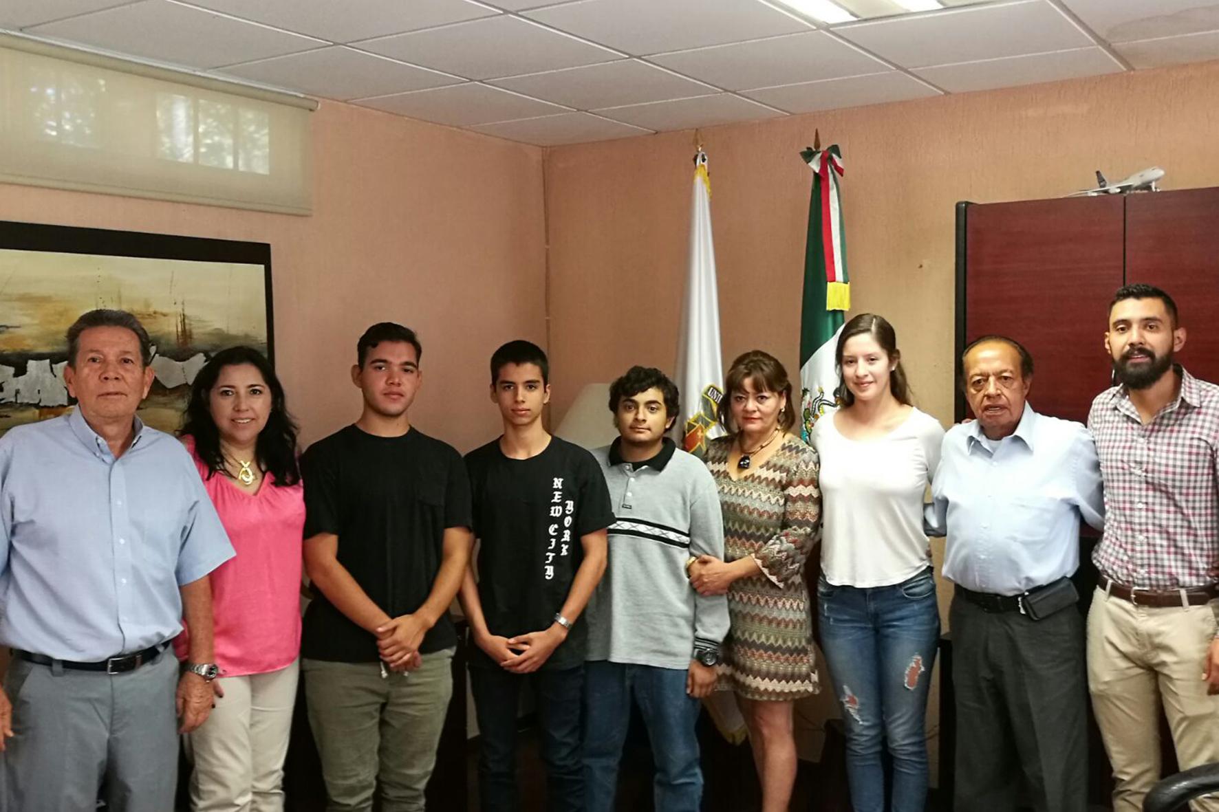 Alumnos de la Preparatoria 11 de la Universidad de Guadalajara (UdeG) obtuvieron el primer lugar en la categoría grupal para jóvenes mayores de 14 años en el 6th Annual Global Invent It Challenge.