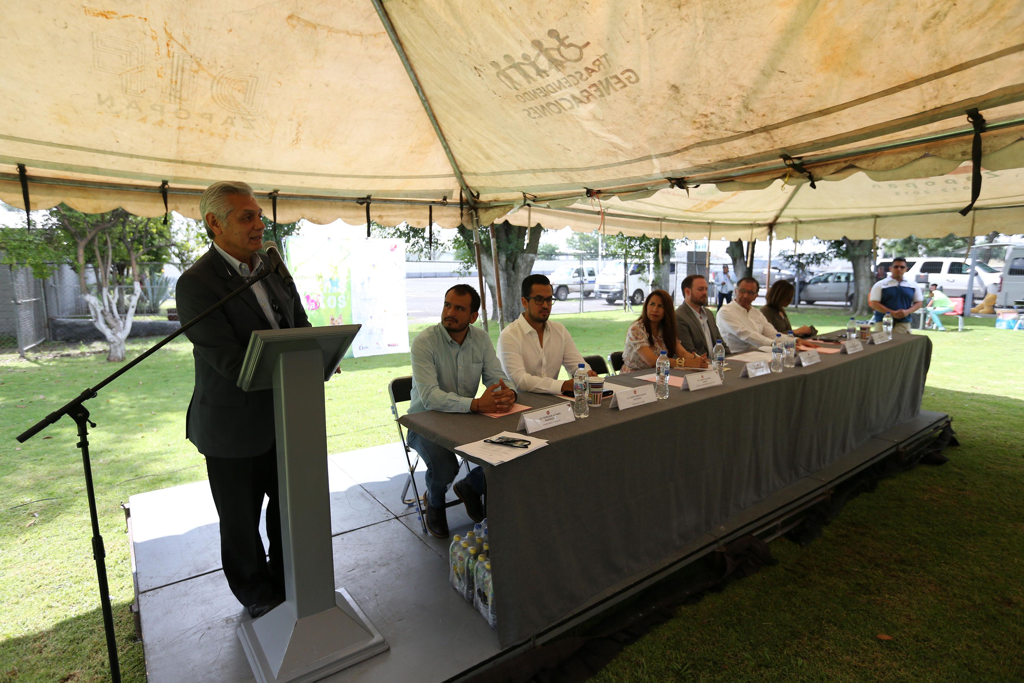 Dr. David Ávila Figueroa, secretario de la División de Ciencias Veterinarias, haciendo uso de la palabra