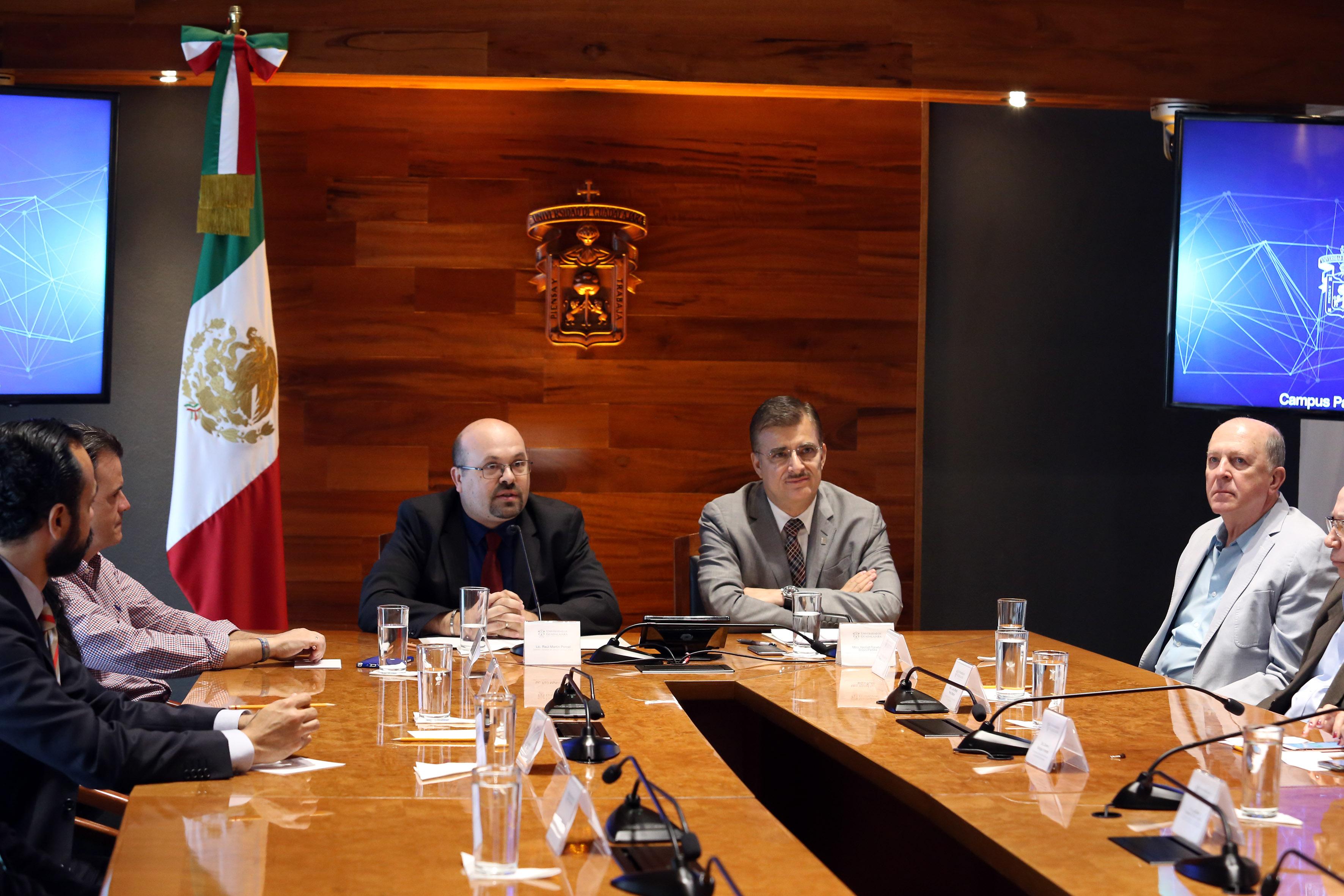 El director de campus party, Raúl Martín Porcel haciendo uso de la palabra en sala de comferencias