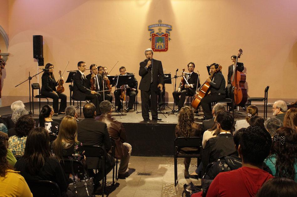 Orquesta participando en la apertura del festejo  por el XIX aniversario de Casa del Arte de Zapotlán el Grande