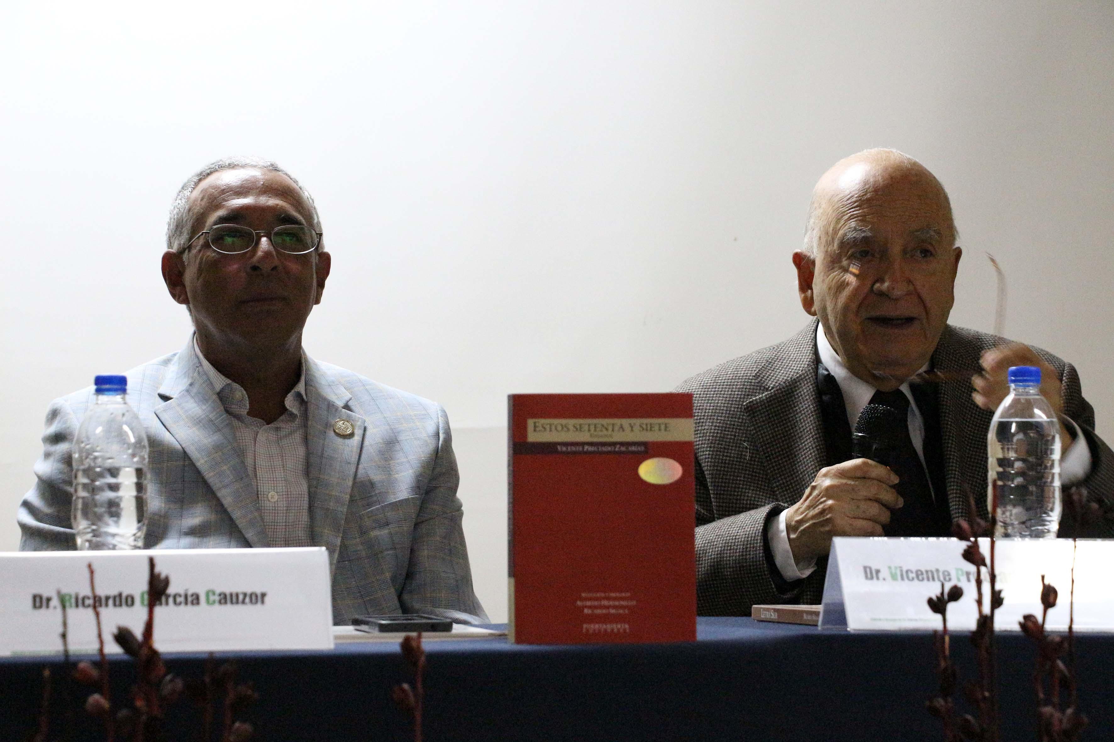 """Dr. Vicente Preciado Zacarías  participando en la cátedra """"La literatura del mañana (que ya es hoy)"""
