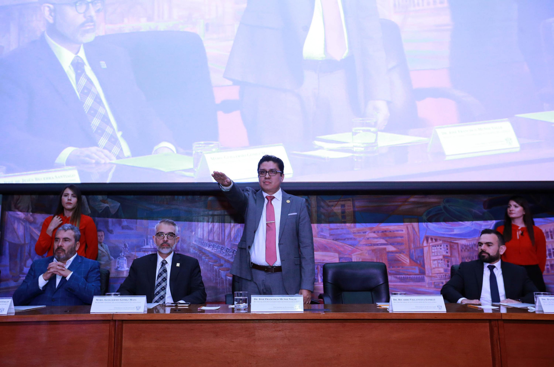 Doctor José Francisco Muñoz Valle, tomando protesta como Rector del Centro Universitario de Ciencias de la Salud (CUCS)