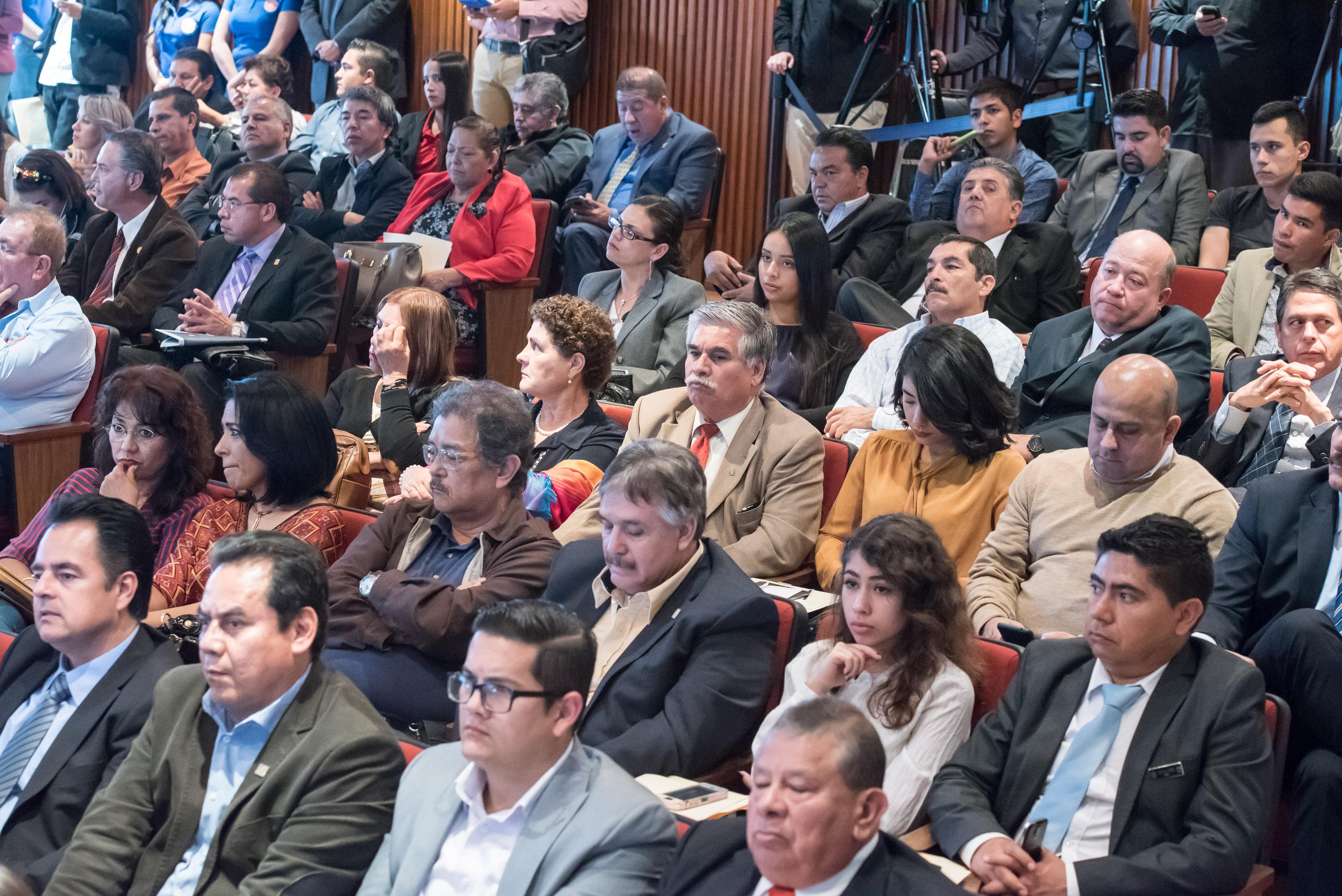 Publico asistente al Informe de Actividades 2016 del Mtro.Javier Espinoza de los Monteros Cárdenas