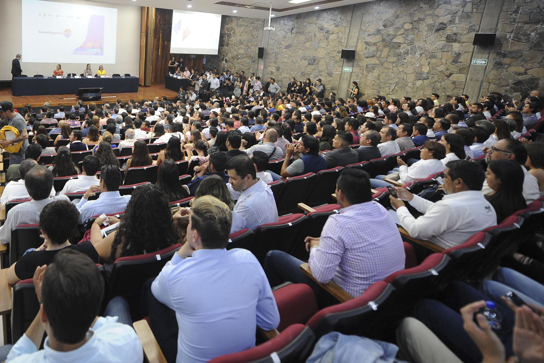 El auditorio Salvador Allende del CUCSH estuvo a su maxima capacidad en el encuentro de candidatos