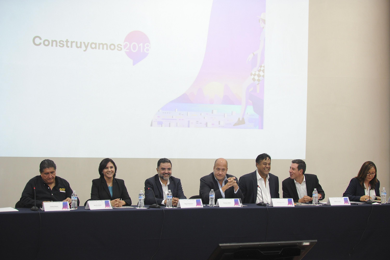 Los seis candidatos a la gubernatura de Jalisco y la moderadora del encuentro en CUCSH