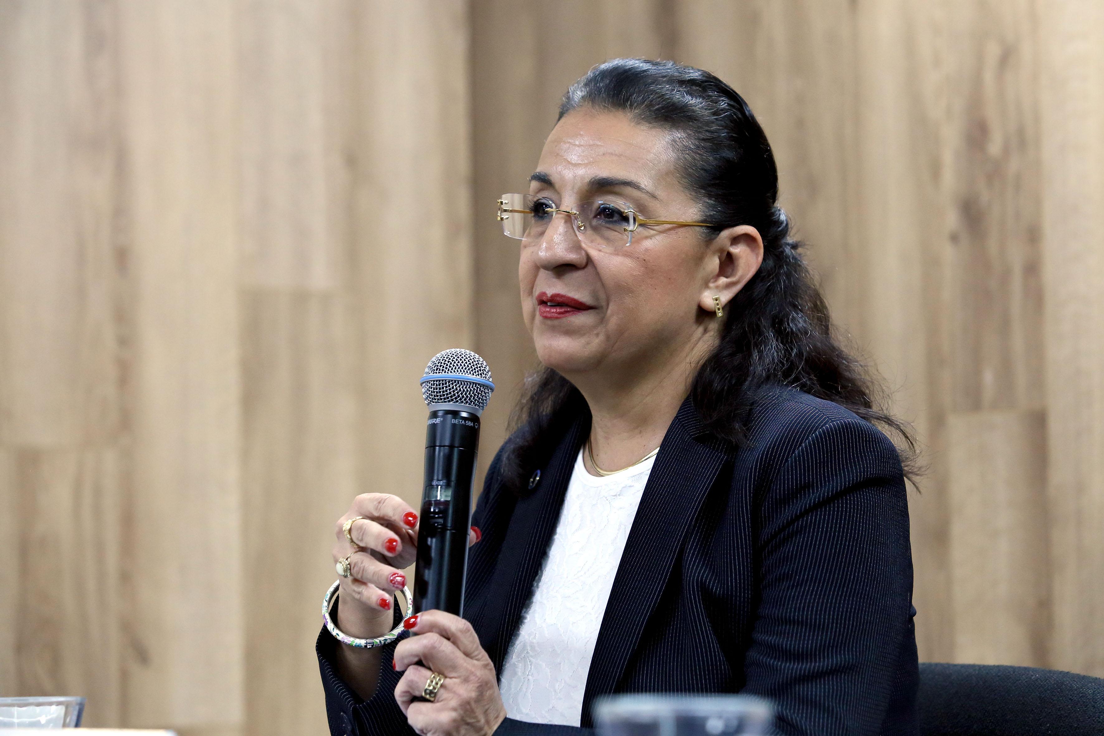 Dra.Esperanza Martínez Abundis, profesora investigadora del Intec, participando  en rueda de prensa.