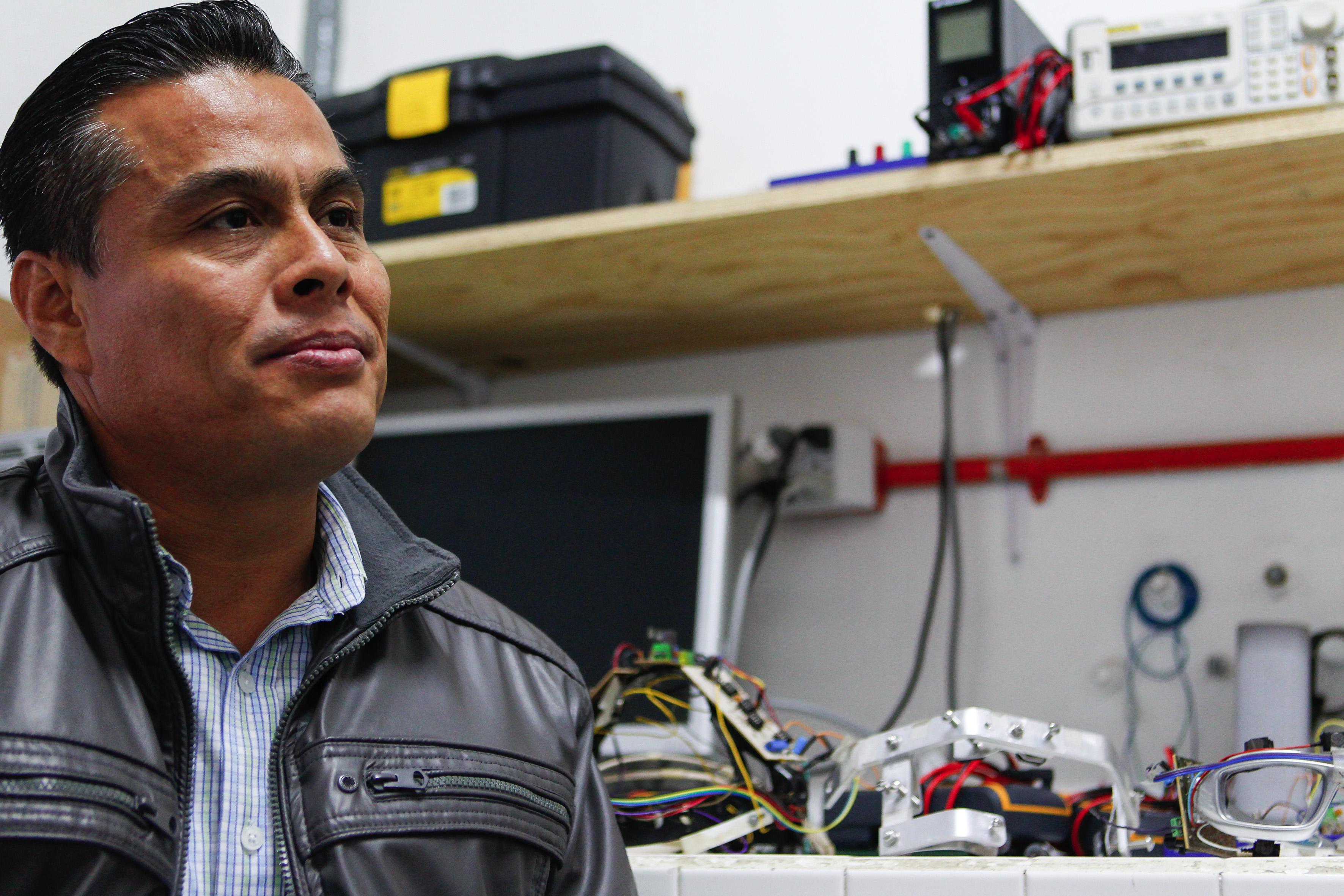 Dr. Juan Carlos Estrada, profesor del Laboratorio de Biofísica del CUCiénega.
