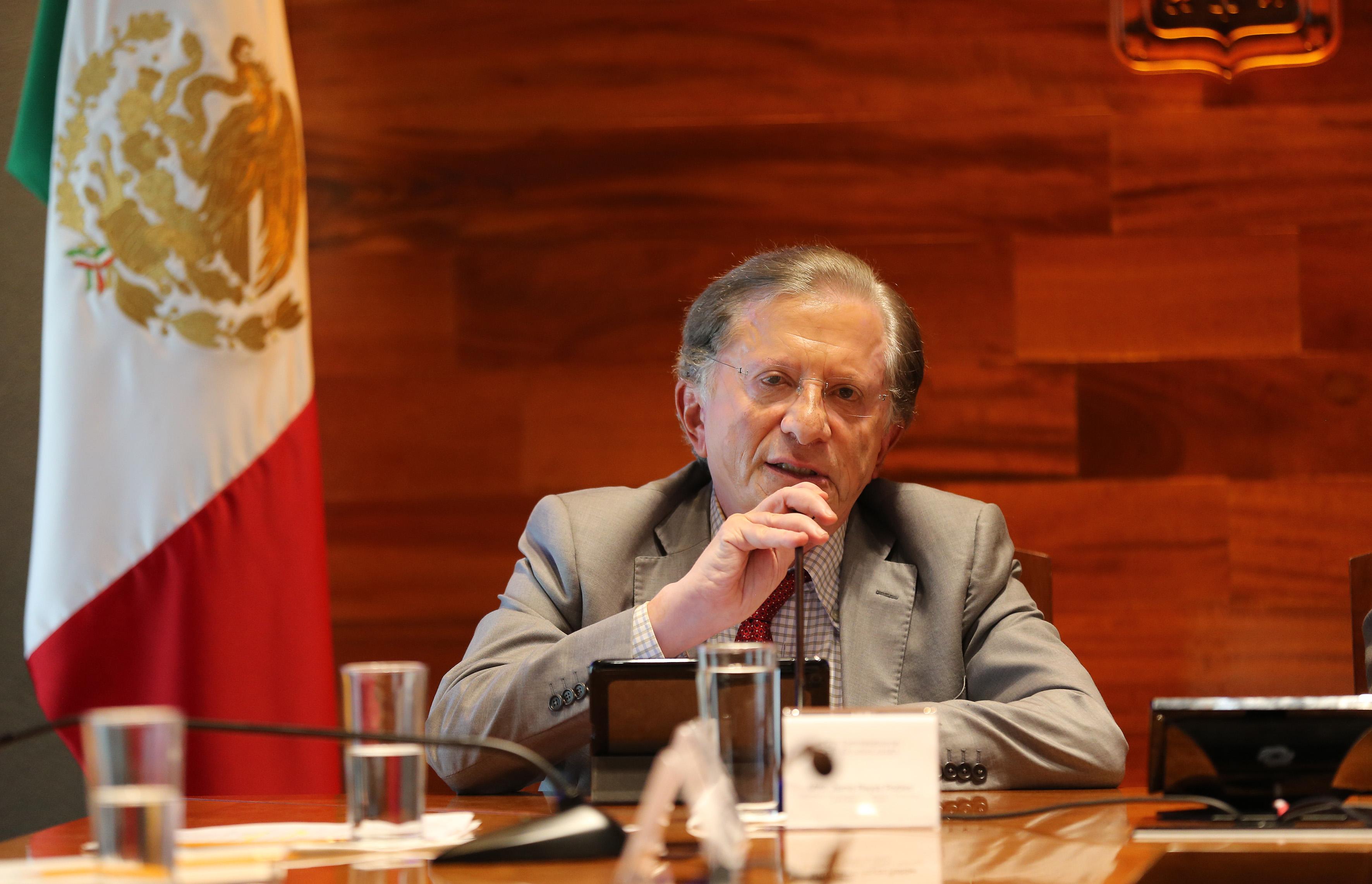 Mtro. Jaime Reyes Robles, Secretario de Innovación, Ciencia y Tecnología de Jalisco, haciendo uso de la palabra en conferencia de prensa