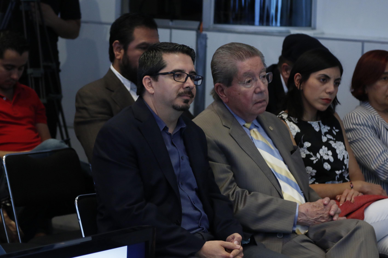 Maestro José Alberto Castellanos Gutiérrez, Rector del Centro Universitario de Ciencias Económico Administrativas (CUCEA), asistente a la mesa de diálogo.