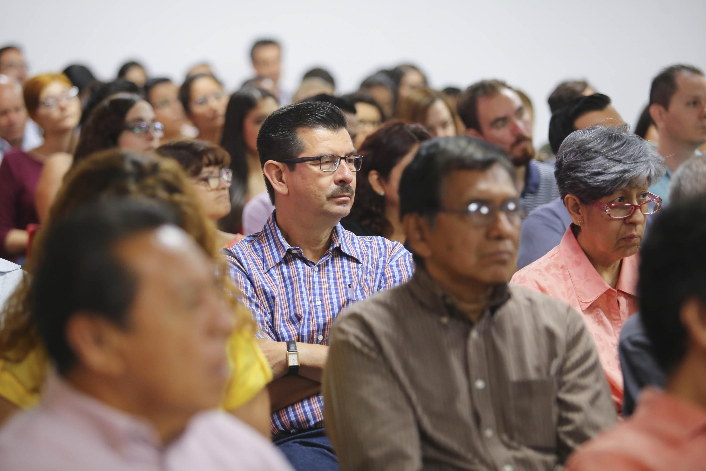 Publico asistente a la charla del Analista Federico Reyes Heroles