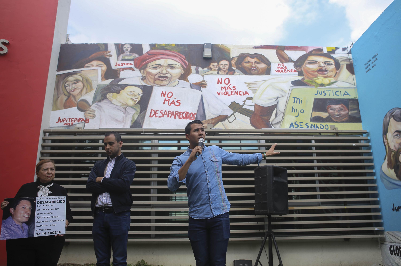 El nuevo dirigente de la FEU Francisco Javier Armenta Araiza, durante la inauguración del mural