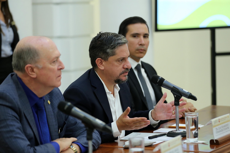 Doctor Luis Humbertp Hernández Fuentes; haciendo uso de la palabra.