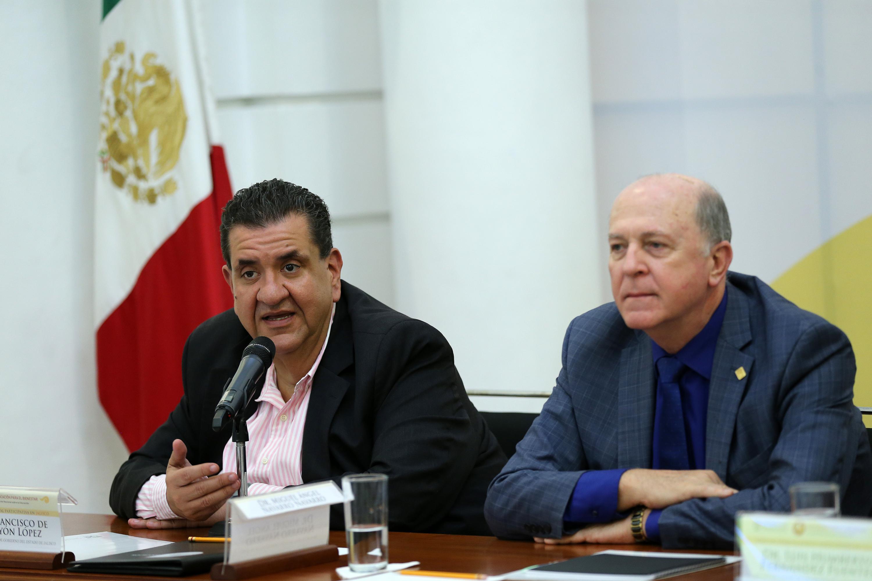 Maestro Francisco de Jesús Ayón López; Secretario de Educación, haciendo uso de la palabra.