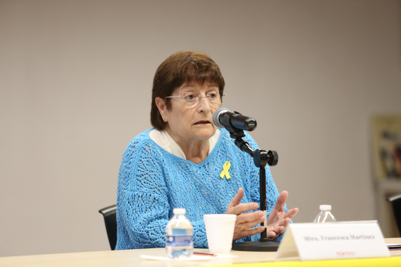 La maeestra Francesca Martínez Plana, quien dio una conferencia sobre literatura catalana contemporánea, previo a la presentación del libro