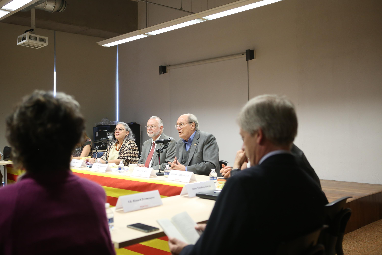 """Durante la presentación del libro """"El soberanismo catalán, dimensión histórica de una posibilidad abierta"""", de las hermanas Ana y Eulalia Ribera Carbó."""