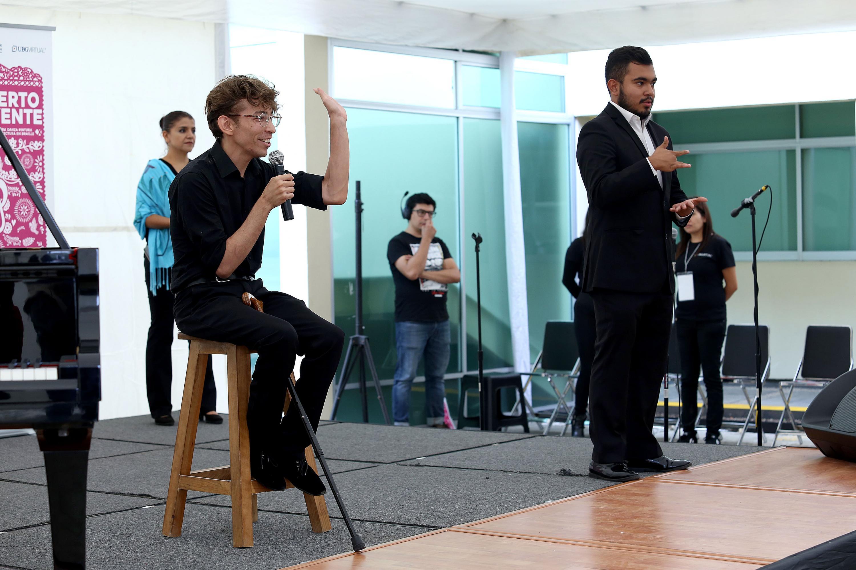 El creador del proyecto, José Antonio Olivo Valencia en la presentación en instalaciones de UDGVirtual