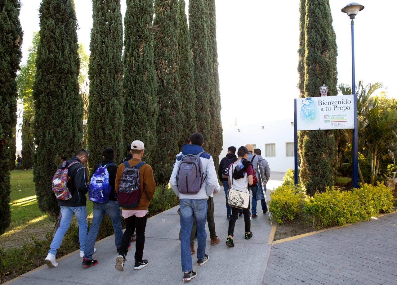Estudiantes acuden al curso Semestre Base