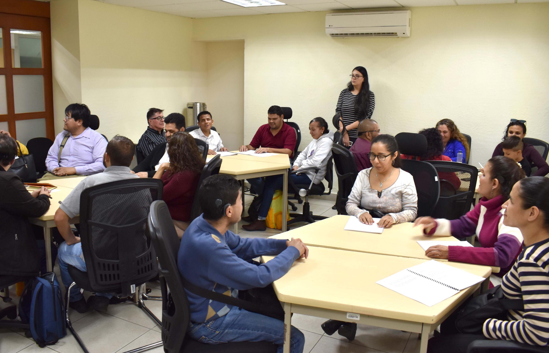 Durante la lectura en voz alta, varios participantes con discapacidad visual