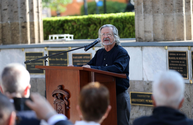 El académico del CUCSH, el doctor Jaime Tamayo fue quien habló durante el homenaje a Zuno