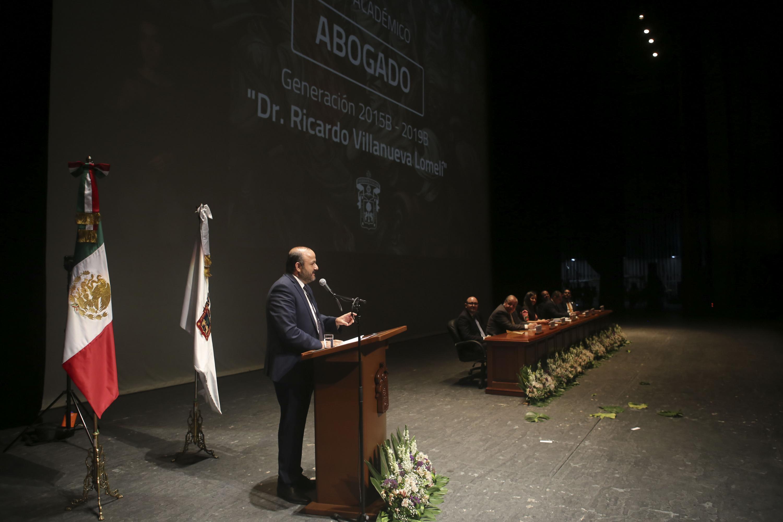 El Rector General, padrino de los nuevos abogados l,es habló de la amistad como algo invaluable