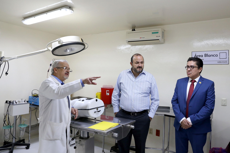 Realizan autoridades recorrido por las instalaciones de la Antigua Escuela de Medicina para verificar las remodelaciones al edificio