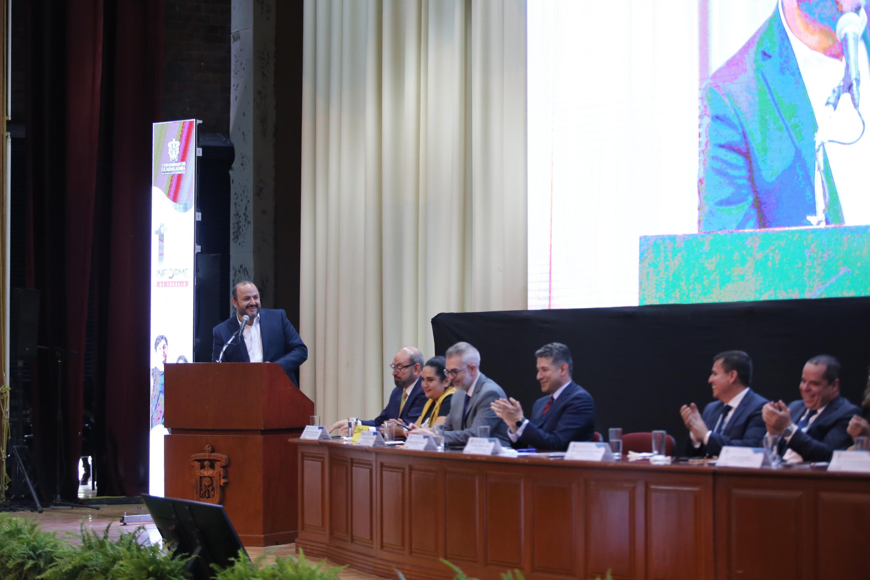 El Rector General de la UdeG, doctor Ricardo Villanueva Lomelí, en su respuesta al término del informe del director del SEMS.