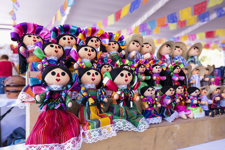 Imagen de muñecas de diferentes culturas indígenas