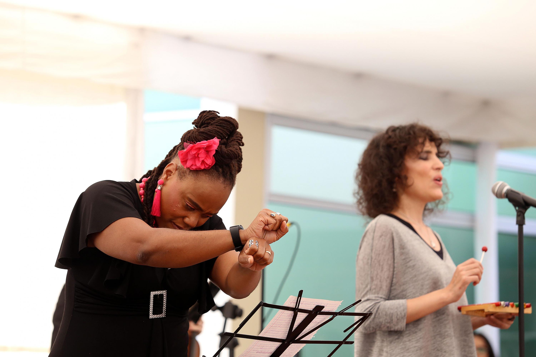 La soprano Mari Camarena con la traductora