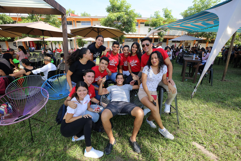 Estudiantes disfrutan del Festival Regional del CUCosta por los festejos de aniversario