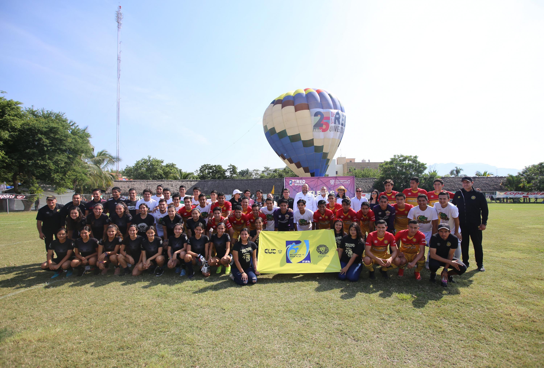 Panorámica del Rector General con los grupos de futbol que participaron en el Festival Regional por 25 años de la Red